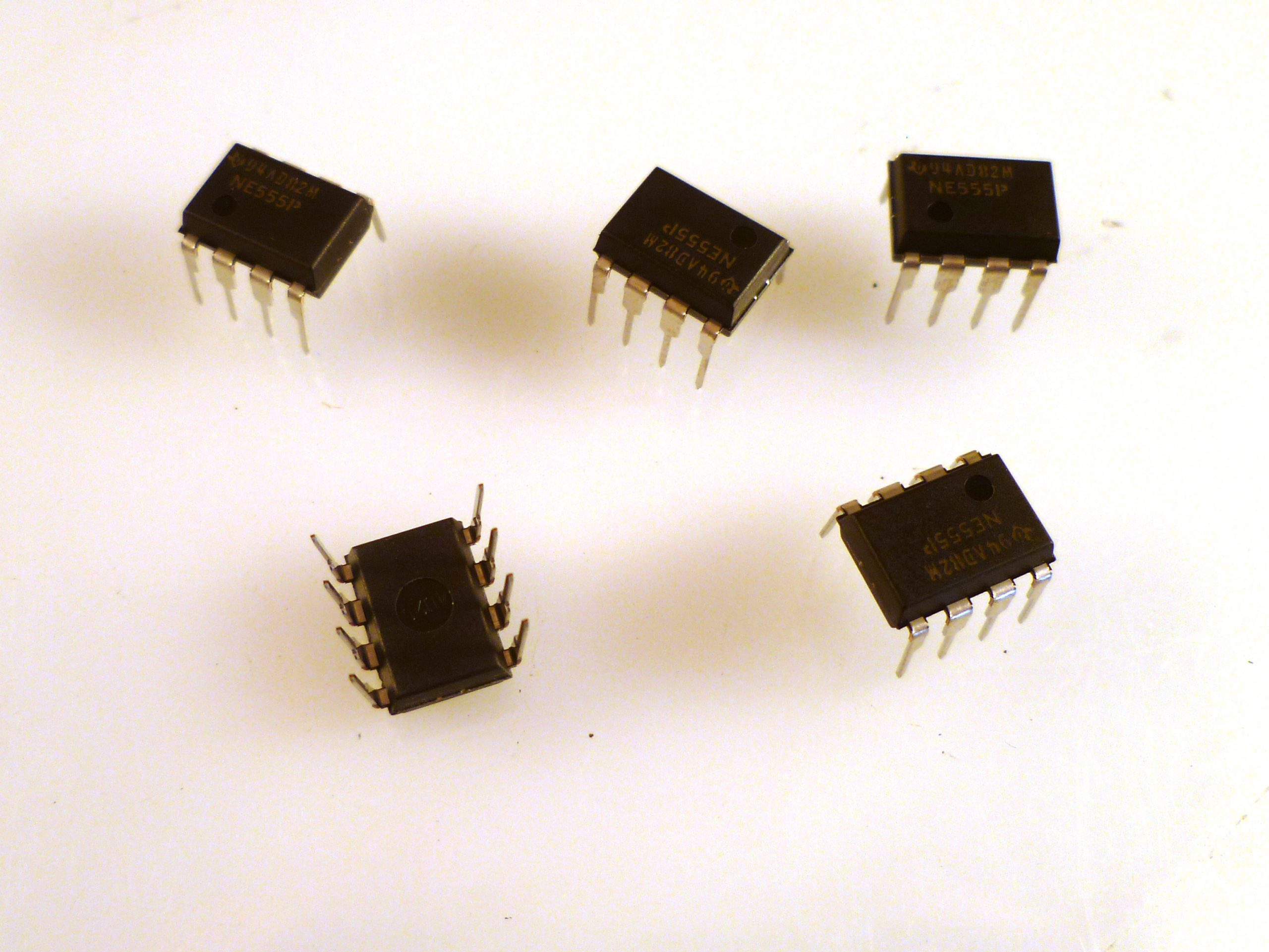 NE555 IC 555 Timer DIP-8 Texas Instruments NE555P #Z92