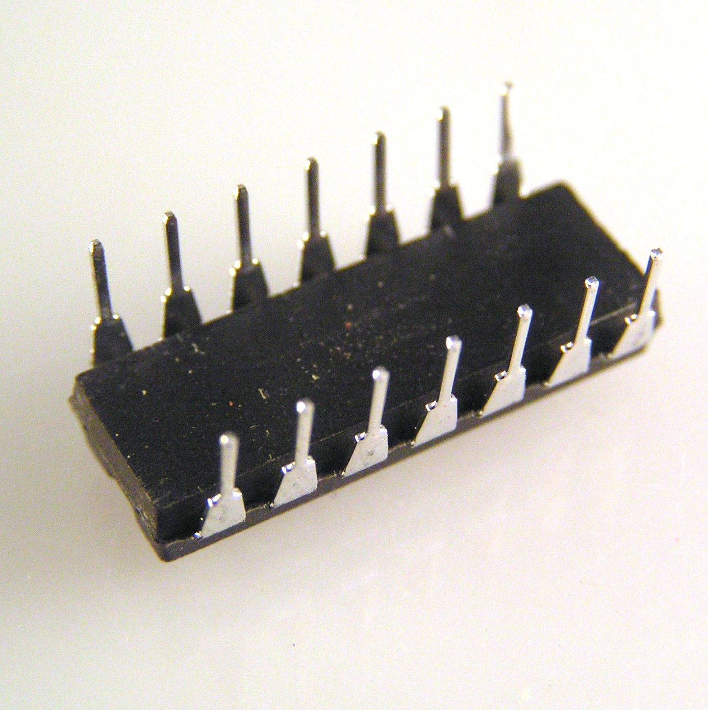 Philips HEF4066BP Quad Single Pole Single Throw Analog Switch ...
