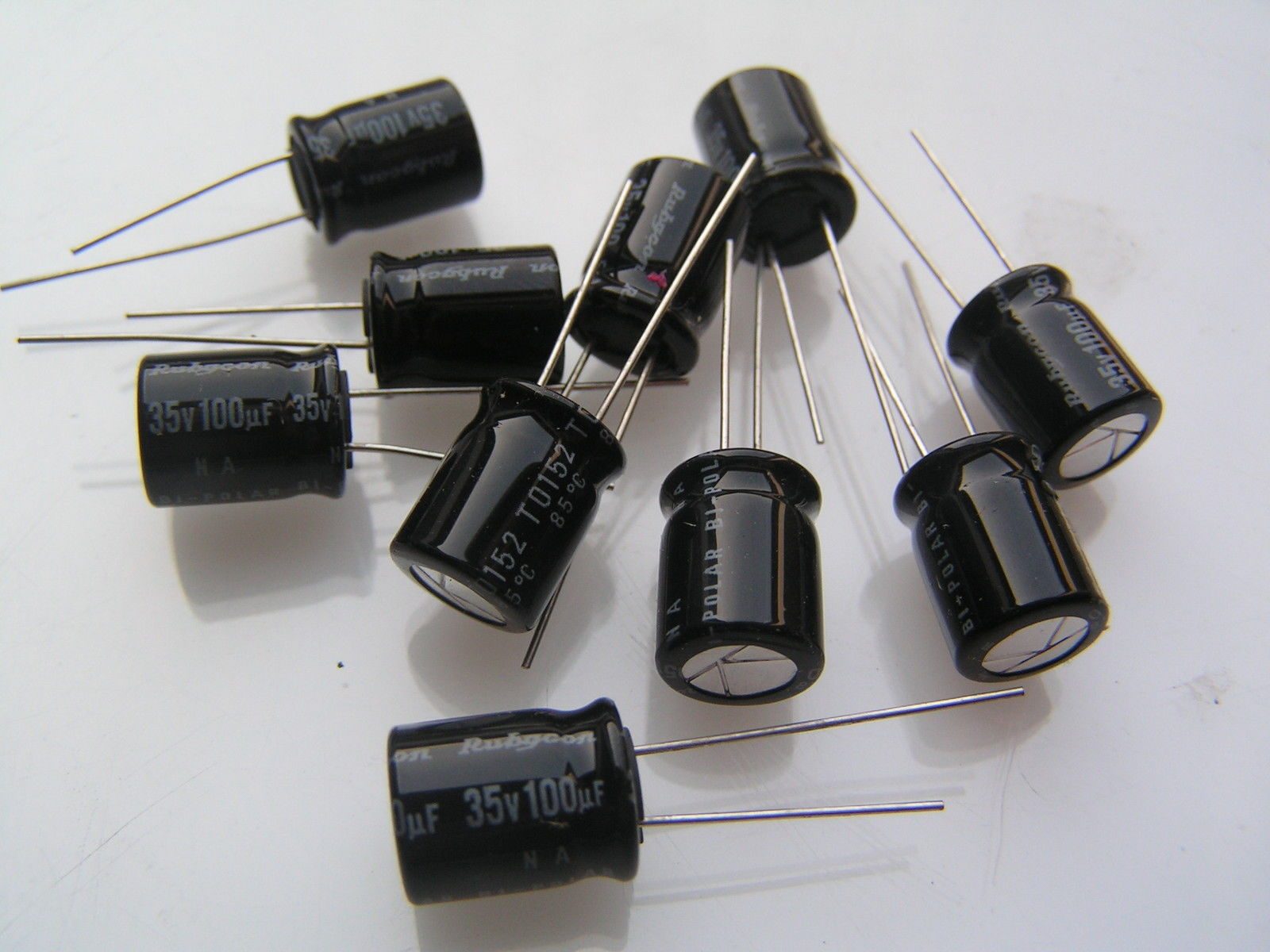 Samwha Electrolytic Capacitor 35v 100uF Low Impedance 130/'C 6 Pieces OL0090
