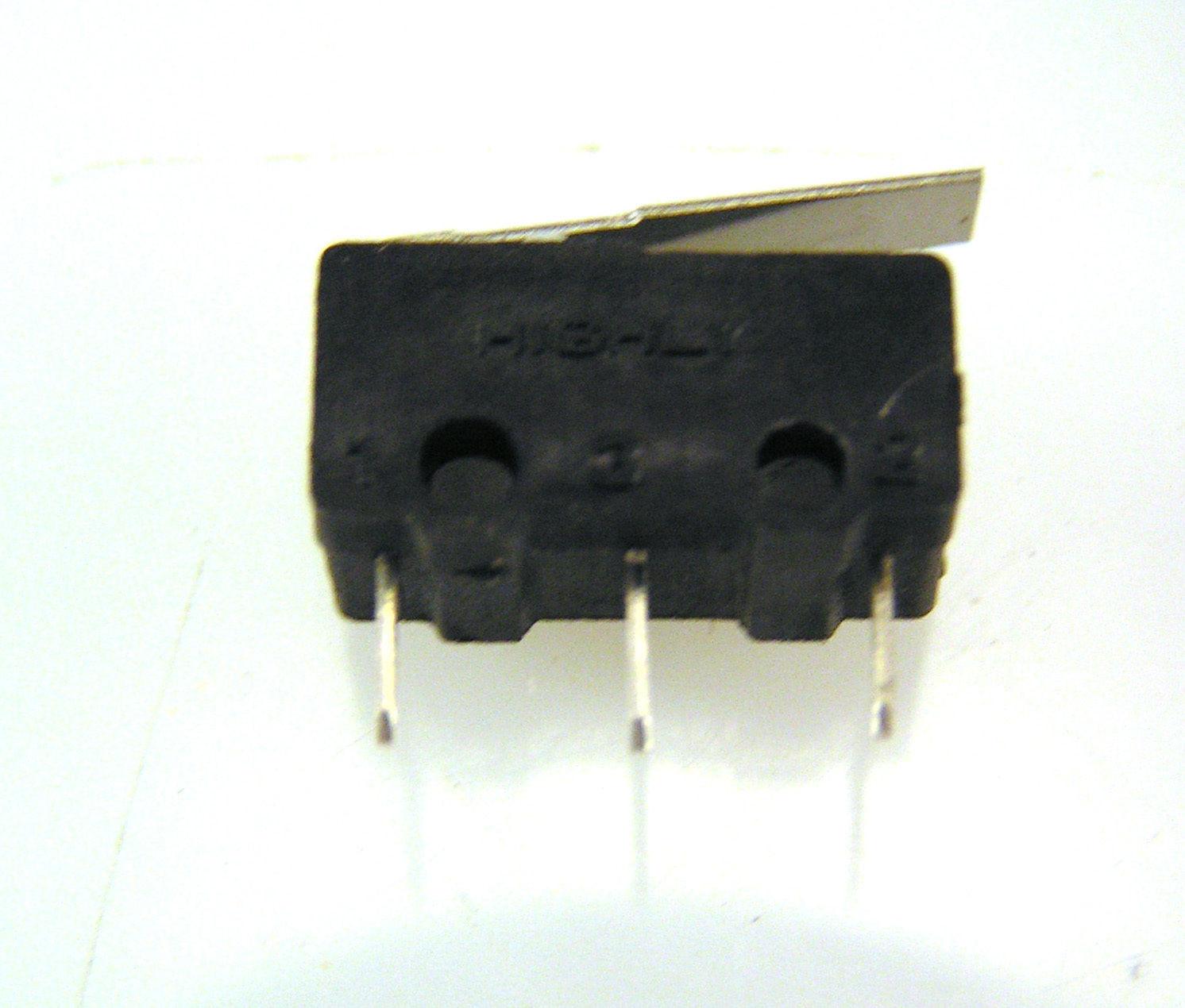 18pf 200V 5/% NPO CERAMIC RADIAL MLCC CAPACITORS NCM21NPO180J200 NIC QTY 50